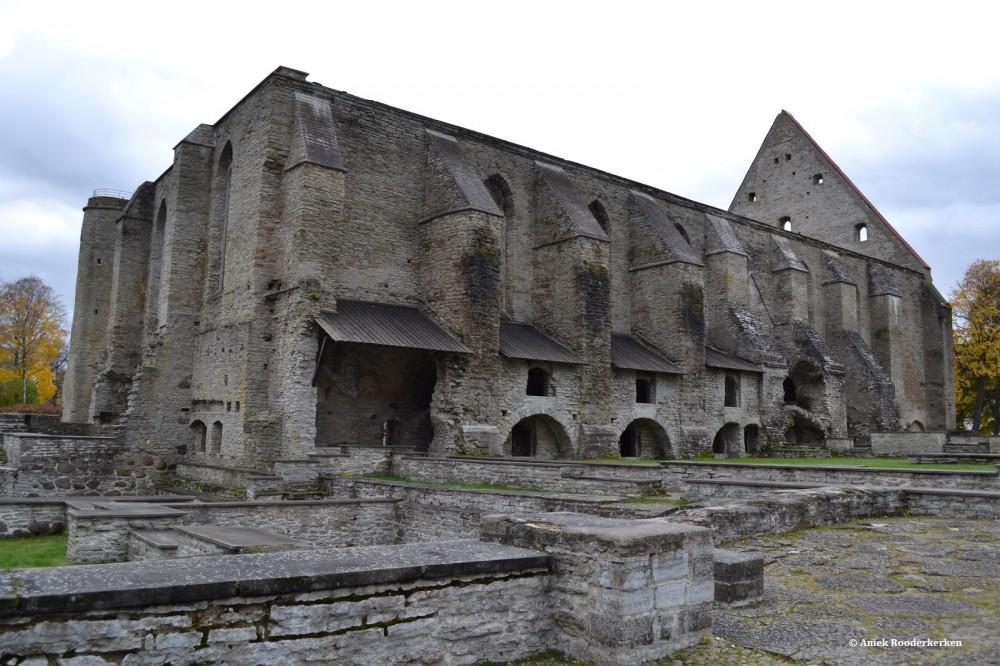 Net buiten Tallinn ligt het Pirita Klooster
