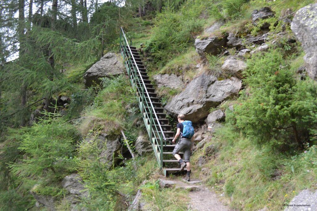 Trappen tijdens de Meraner Höhenweg