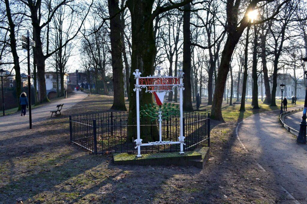 Bevrijdingsboom mei 1945 in Park Lepelenburg Utrecht