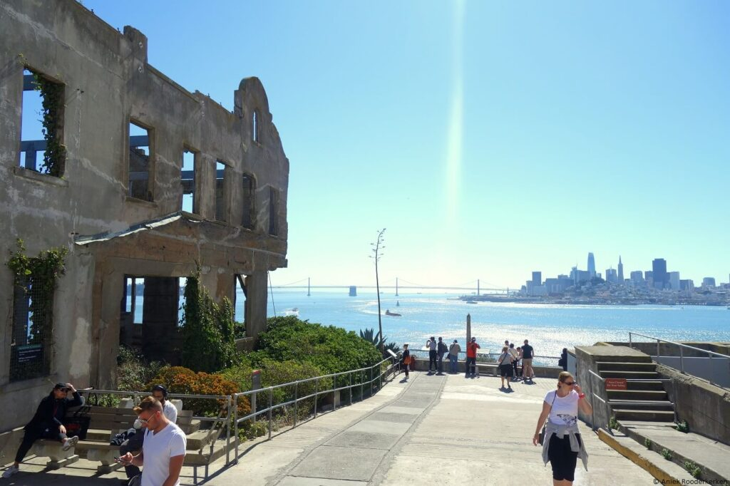 Gebouwen van Alcatraz met uitzicht op San Francisco
