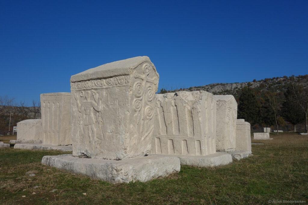Radmilja, stećci of Bosnische grafstenen, bij Stolac tussen Mostar en Trebinje