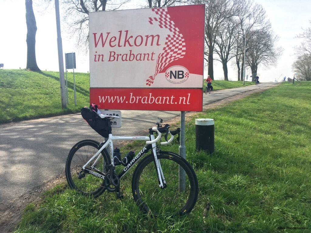 Ik steek de Maas over, en hiermee de grens tussen Gelderland en Brabant