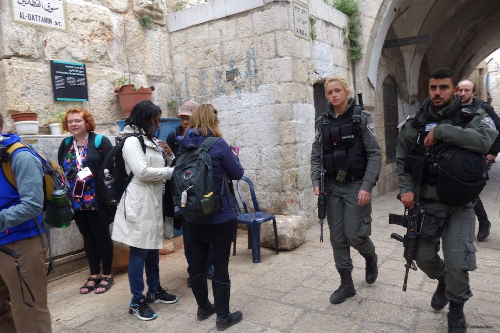 Israelische soldaten in de straten van Jeruzalem