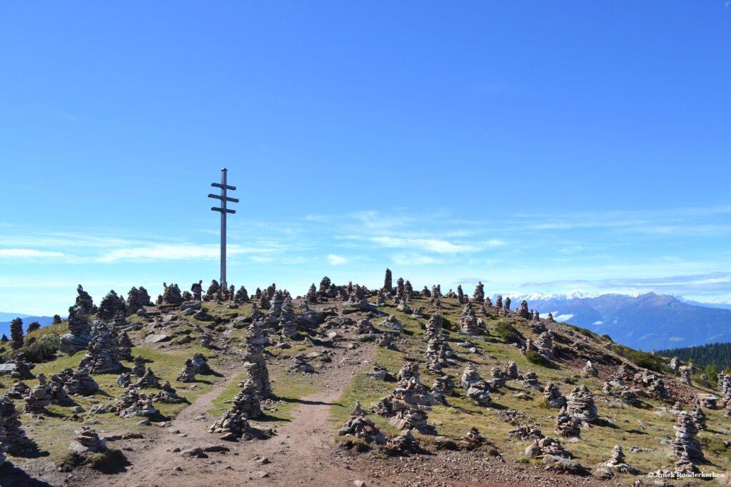 Stoanerne Mandln op de top van de berg