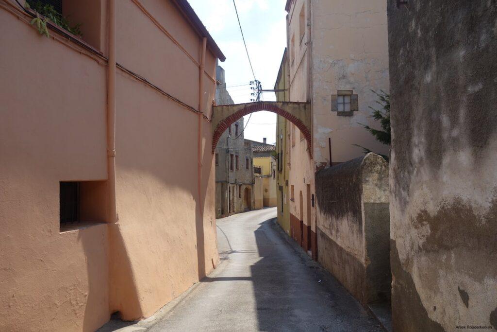 Sant Miquel de Fluvià is een klein, slaperig dorpje. Prachtig om doorheen te fietsen!