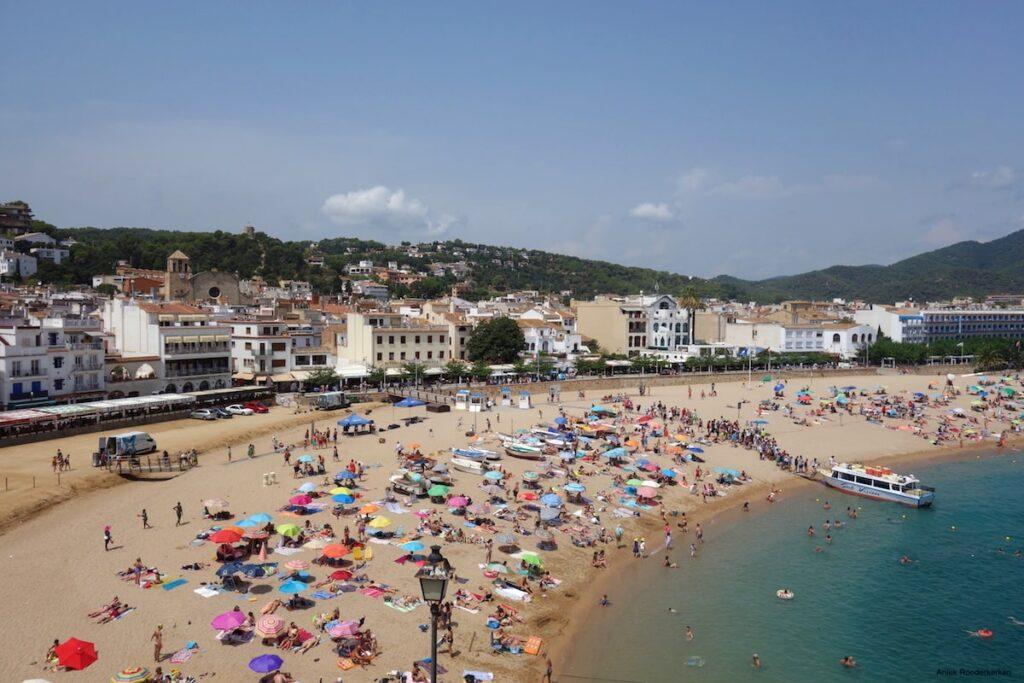 Het strand van Tossa de Mar in Spanje