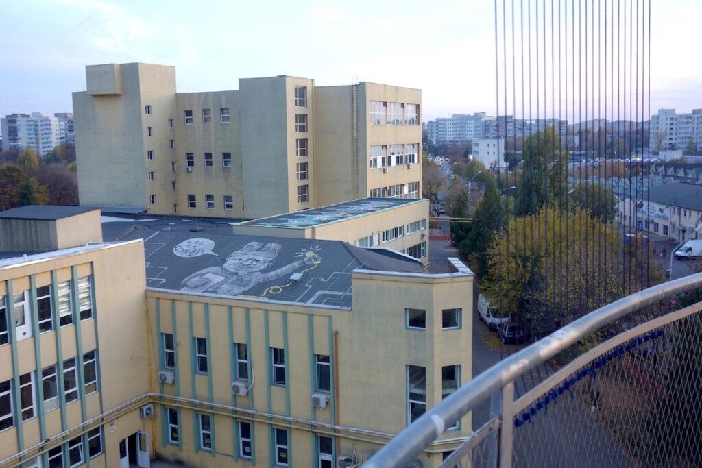 Uitzicht over de street art vanaf de Pantelimon water toren in Boekarest, Roemenië