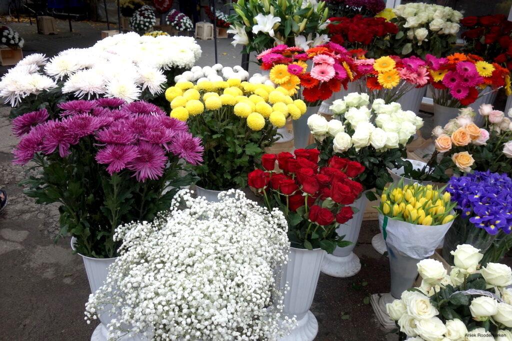 Kleurrijke bloemen op de bloemenmarkt