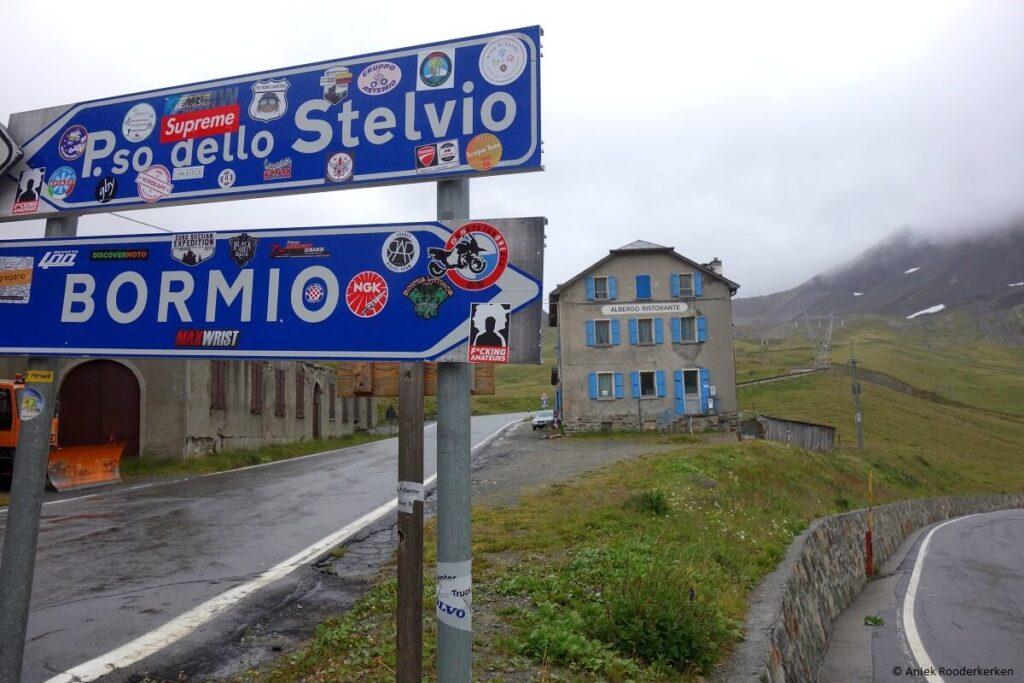 Umbrailpas: wielrennen op de grens van Zwitserland en Italië