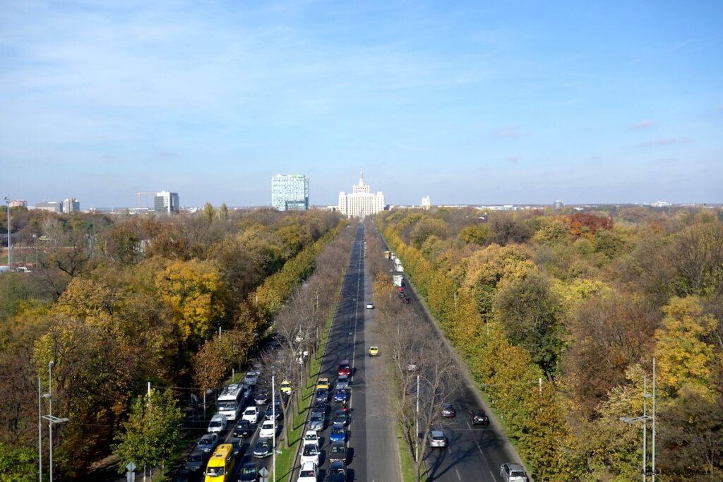 Uitzicht vanaf de De Arcul de Triumf van Boekarest