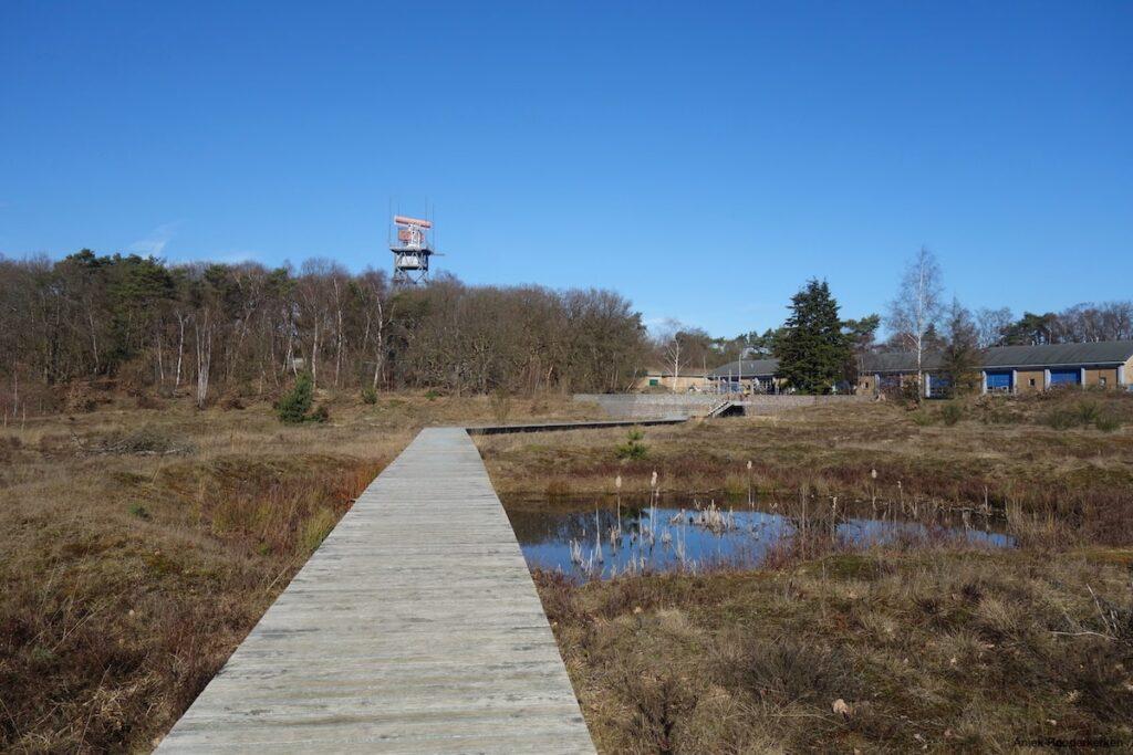 We starten de wandelroute van 3,4 kilometer over het veelzijdige Landgoed de Paltz.
