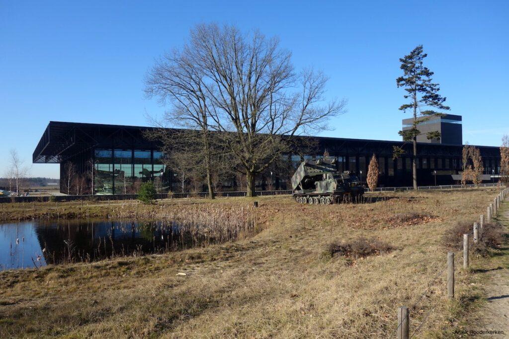 We brengen eerst een bezoek aan het Nationaal Militair Museum Soesterberg.