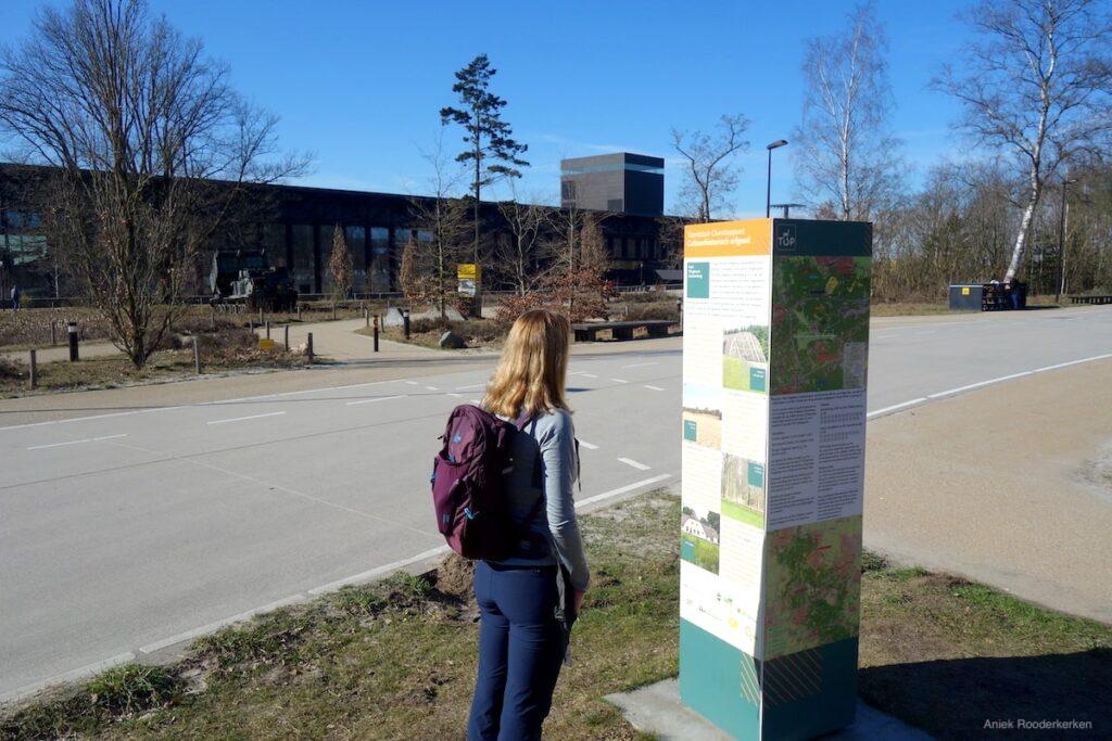 De start van de wandelroutes bij het Nationaal Militair Museum Soesterberg.