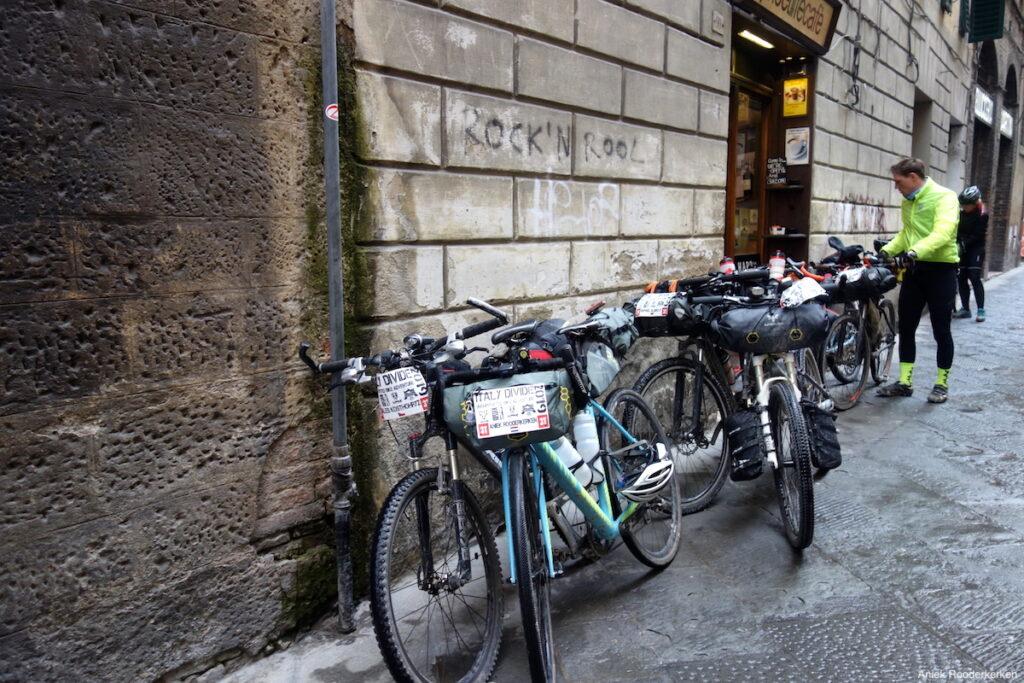 Stop voor een aperitivo in Siena