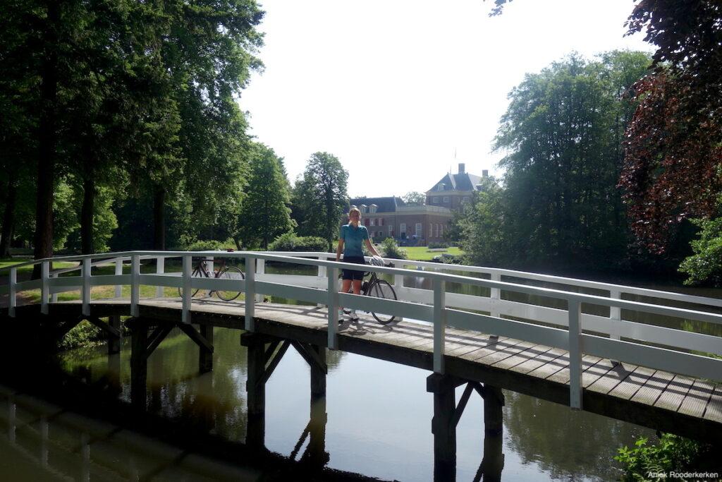 Slot Zeist ligt op de fietsroute vanaf Utrecht