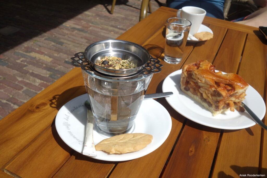 Ik drink thee bij Eethuys Dorestad in Wijk bij Duurstede