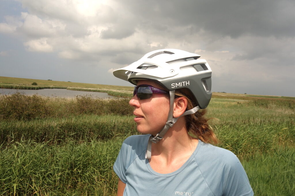 De Forefront 2 is een veilige, goed ventilerende mountainbikehelm met een fijne pasvorm.