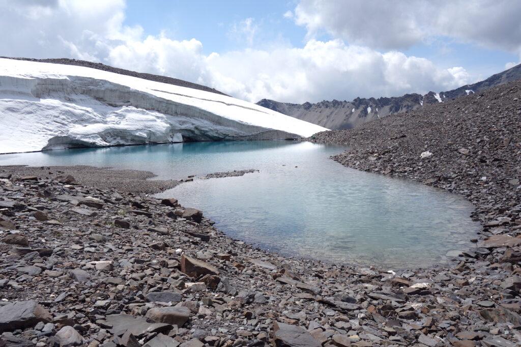 Gletsjermeer in het Tien Shan gebergte in Kirgizië