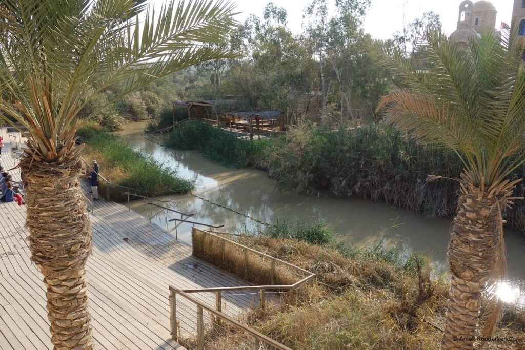 Eerste stop in de Westbank vanuit Jeruzalem: Qasr-el-Yahud, de plaats aan de Palestijnse oever van de Jordaan waar Jezus gedoopt zou zijn door Johannes de Doper.