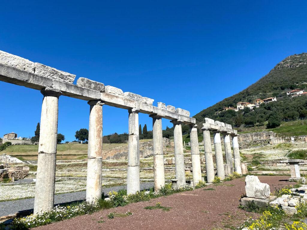Stoa in Oud-Messini in de buurt van Kalamáta, Griekenland