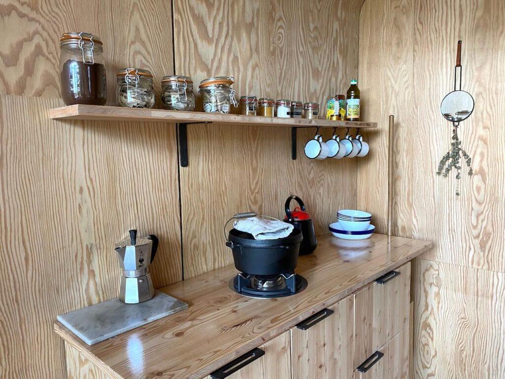 Keuken in de cabiner, tiny house