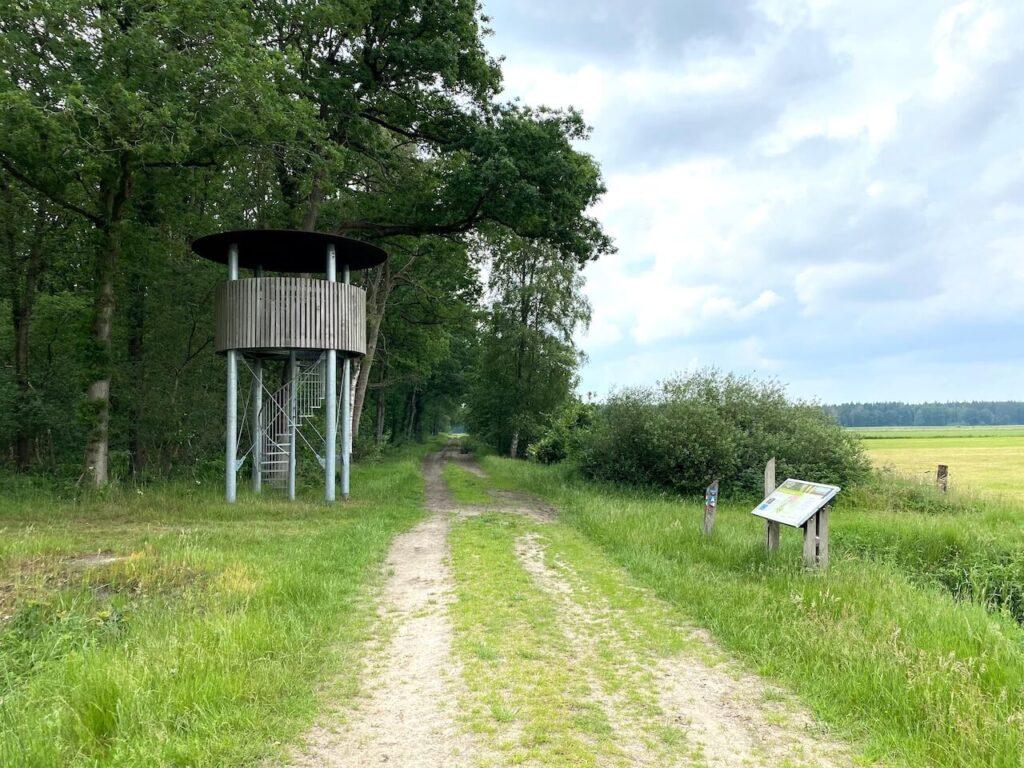 Uitkijktoren bij polder Ravenswoud