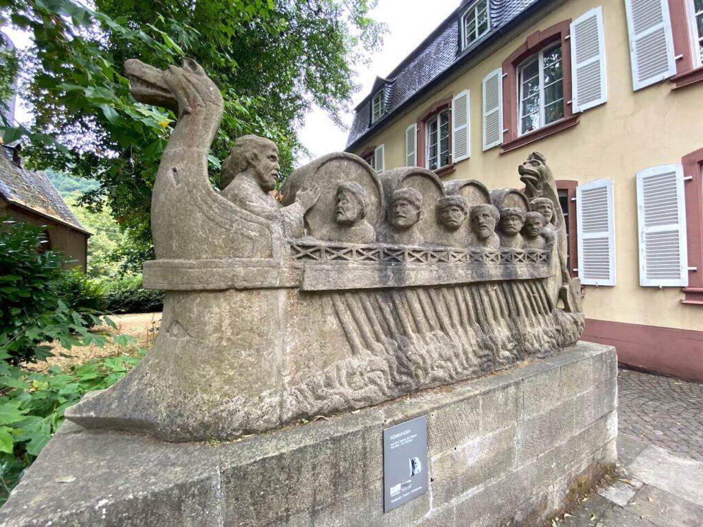 Een grafsteen van een Romeinse wijnhandelaar uit 200 na Christus, Neumagen