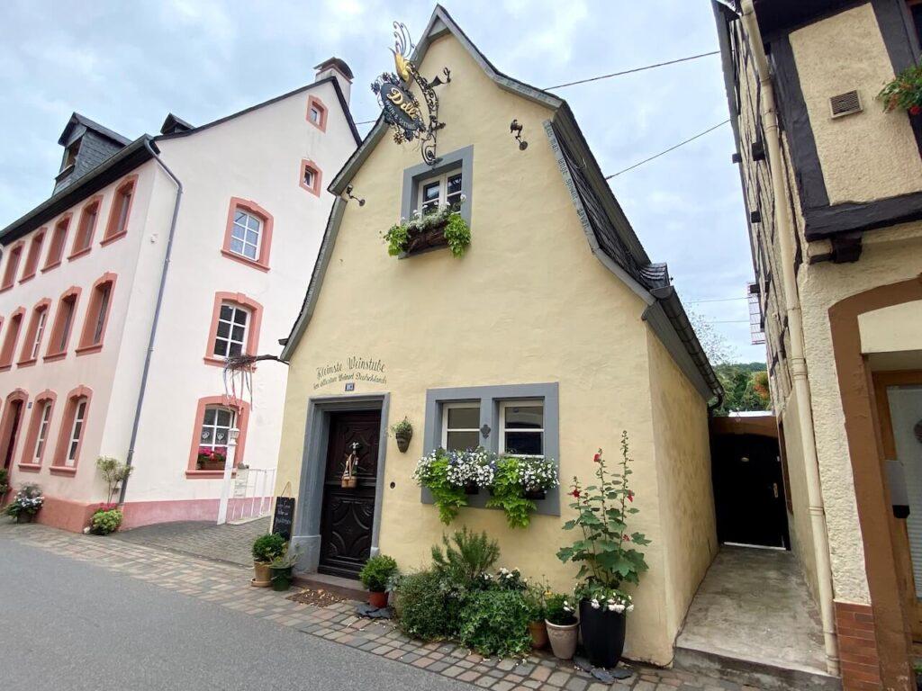 De kleinste weinstube in het oudste wijndorp van Duitsland: Neumagen