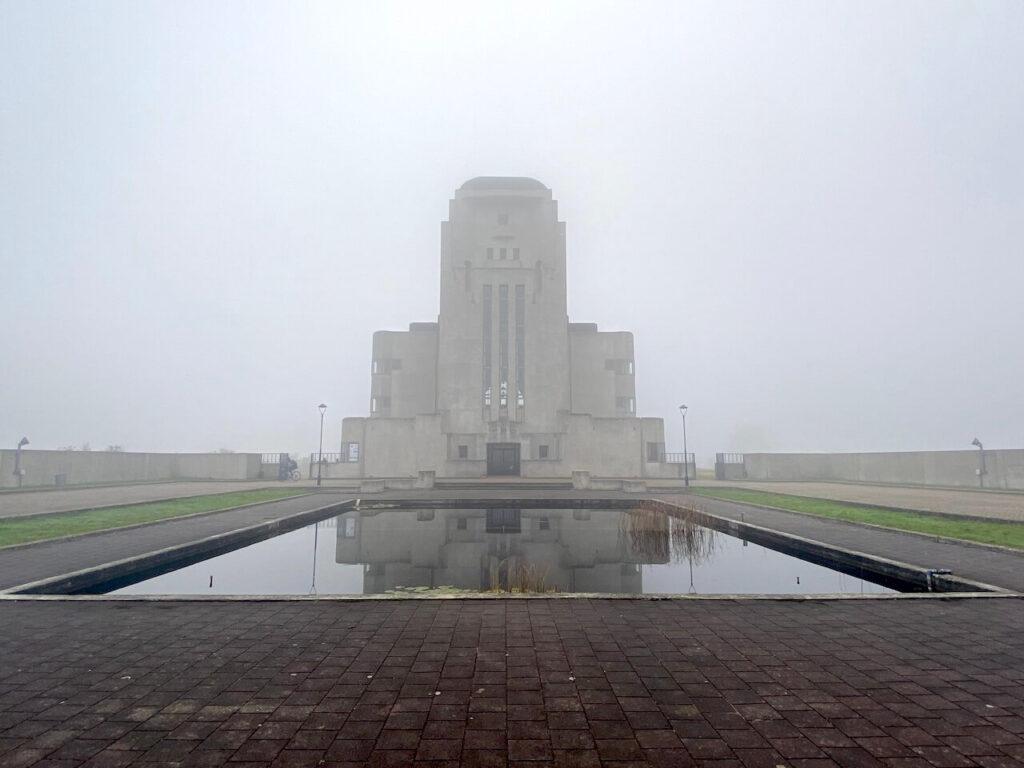 Radio Kootwijk in de mist
