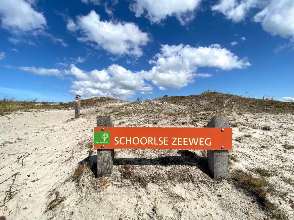 Schoorlse Zeeweg in de Schoorlse Duinen