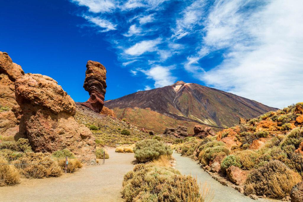 Rotsformatie met Pico del Teide in Teide National Park, Tenerife