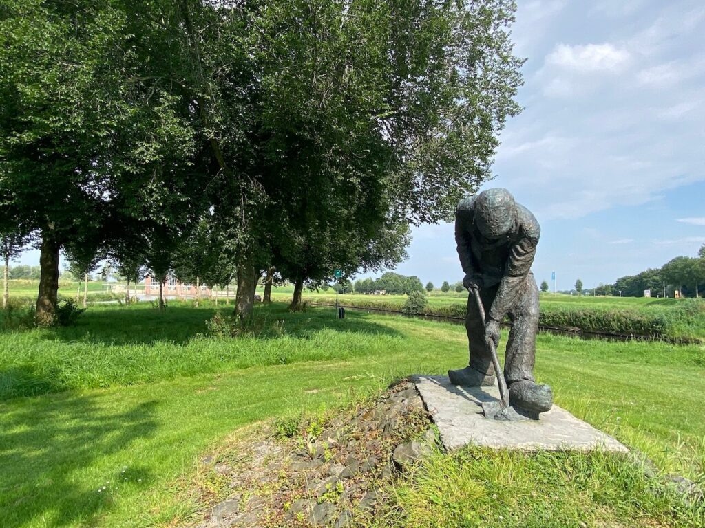 IJsselmeer standbeeld van een dijkwerker