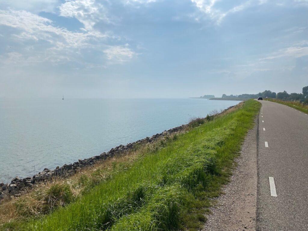 Markermeer tijdens de Westfriese Omringdijk fietsroute