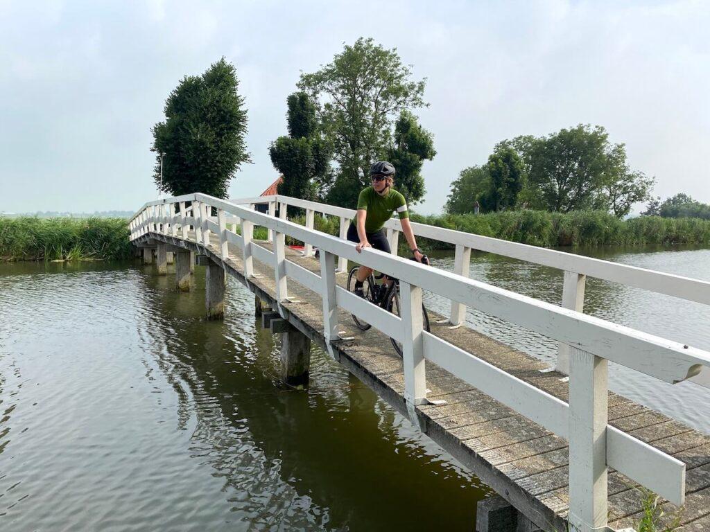 Brug Ursemmervaart tijdens de Westfriese Omringdijk fietsroute