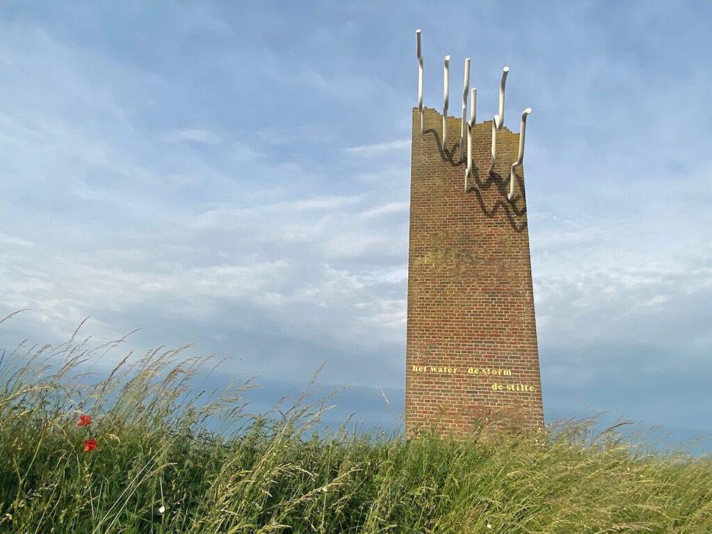 Watersnoodmuseum monument, Het water, de storm, de stilte