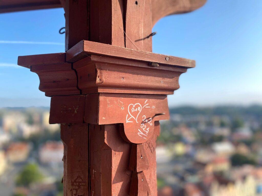 Toren van Domažlice Tsjechië beklimmen